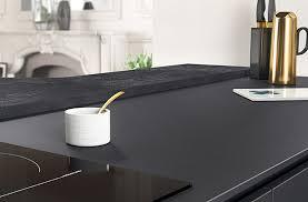 table travail cuisine cuisine et plan de travail stratifie luxe ambiance retro lzzy co