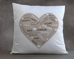 coussin personnalisé cœur avec des prénoms cadeaux