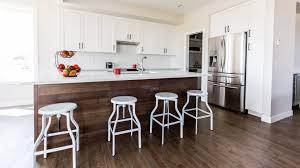plancher cuisine bois choisir le meilleur plancher de bois pour votre cuisine planchers