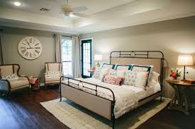 fixer upper season 3 episode 5 the house of symmetry
