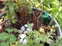 decorating ideas for your garden with recycled bits and pieces