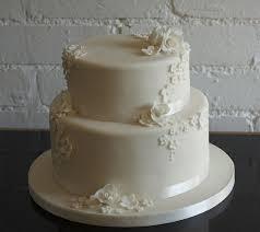 hochzeitstorte besonders mehrstöckige torte zur hochzeit 45 ideen archzine net