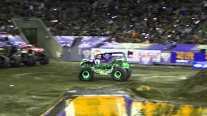 grave digger 30th anniversary monster truck monster jam 2015 tampa grave digger freestyle youtube
