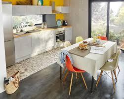 stratifié dans cuisine des carreaux de ciment et un sol stratifié dans la cuisine leroy
