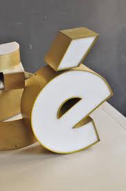 ustensile de cuisine en m en 6 lettres lettre d enseigne blanche et dorée le vide grenier d une parisienne