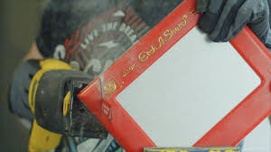 see what u0027s inside an etch a sketch technabob