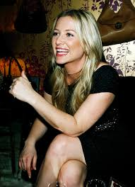 does kate capshaw have naturally curly hair jessica capshaw always looks flawless love her bronzey subtle