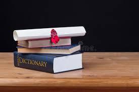 bureau dictionnaire bureau d école avec le fond de noir de dictionnaire image stock