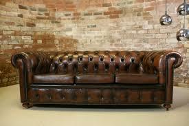 canapé cuir chesterfield le canapé cuir vintage le chic et le fabuleux confort qui ont