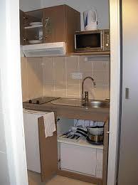 cuisiner avec un micro onde le coin cuisine avec frigo micro ondes bouilloire et lave