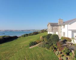 harbour lights large beachside self catering holiday house rock