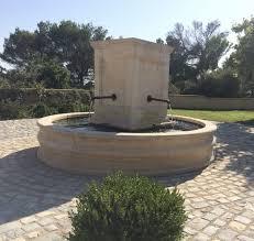 fontaine en pierre naturelle réalisation d u0027une fontaine ronde en pierre sur mesure à saint marc