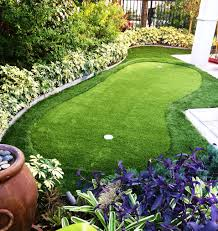 small yet beautiful backyard putting green for the home