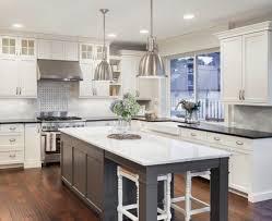 cuisine ouverte avec ilot table cuisine ouverte avec îlot central 58 sublimes modèles d aménagement