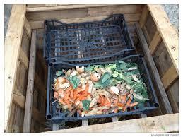 fabriquer cache poubelle construire un composteur gratuit en bois de palette se preparer