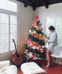 4 ways to give your christmas tree a style refresh christmas