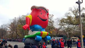 kristen wiig penelope thanksgiving the 88th annual macy u0027s thanksgiving day parade orange juice and