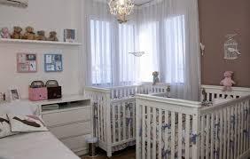 chambre de bébé jumeaux design interieur chambre bébé jumeaux mixte tour de lit motif