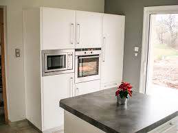 crédence en stratifié pour cuisine cuisine en laque blanc brillant plan de travail et credence en