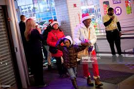 toys r us launches shopping season on thanksgiving day