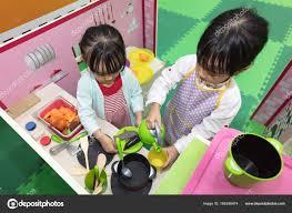 jeu de cuisine chinoise asiatiques chinoises petites filles jeu de rôle à la cuisine