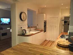wren kitchens linda barker handleless kitchen in linen eggshell