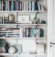 Bookshelves Decorating Ideas by Best 25 Organizing Books Ideas Only On Pinterest Book Shelf