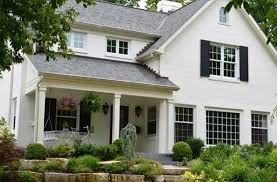 how to paint a brick house with warm white paint color ideas