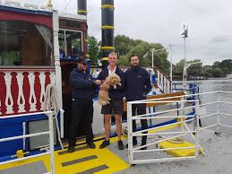 thames river boats dogs zuki takes a boat trip on the river thames have dog can travel