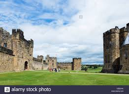 alnwick castle used as location for hogwarts in the harry