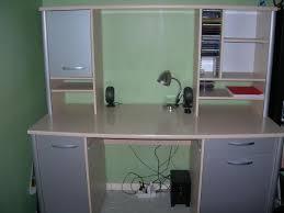 bureau avec etagere grand bureau avec étagère supérieure troc de gones
