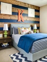 mur de chambre en bois chambre enfant deco sympa bois bleu lettre sur mur simple
