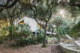 modern box house outbuilding of the week a sardinian guest house in the trees