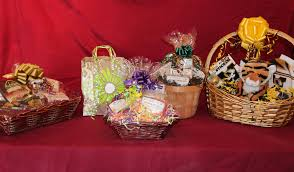 how to make gift baskets clothes fashion accessories and gifts baskets we tell you about