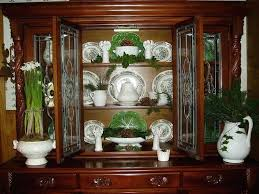 how to display china in a cabinet china cabinet display ideas hambredepremios co