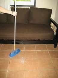 ma chambre a moi j ai emprunté un balai pour nettoyer moi même ma chambre