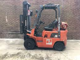 nissan 15 forklift truck low hours only 900 gas operated in