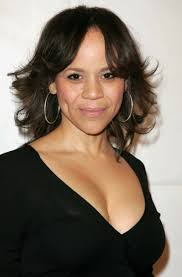 Bad Education Rosie Perez Is Heading To Tv To Star In Abc Remake Of Bbc Comedy