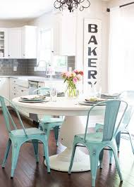 Pedestal Tables And Chairs 25 Ways To Integrate A Round Pedestal Table Into Decor Digsdigs
