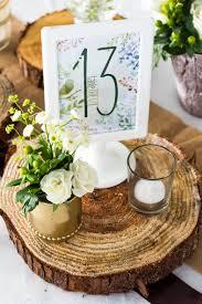numero table mariage numéro de table mariage thème nature bois vert et blanc