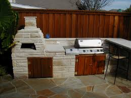 how to design outdoor kitchen with pizza oven to make it more