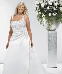 grosse robe de mariã e associer mariage et formes pulpeuses avec sa robe de mariée