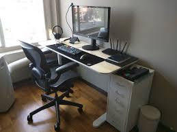 minimalist desk setup clean and comfy battlestations pinterest gaming setup