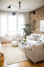 ladrillo a la vista en casa white couches exposed brick and