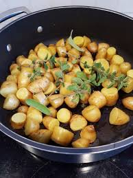comment cuisiner les pommes de terre de noirmoutier pommes de terre nouvelles sautées aux herbes bacon ma p tite cuisine
