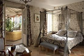 chambre de chateau château roumanières chambres d hôtes producteur à garrigues
