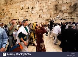 bar mitzvah in israel bar mitzvah ceremony at western wall jerusalem israel stock photo