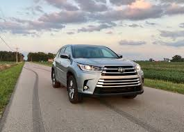 toyota highlander vs nissan pathfinder 2017 toyota highlander review 5 things buyers need to know