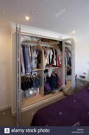 Schrank Im Schlafzimmer Clothes Hanging In Cupboard Stockfotos U0026 Clothes Hanging In