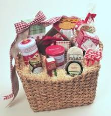 What To Put In A Wine Basket A Country Christmas Gift Basket Holiday Adds Www Liquorlist Com